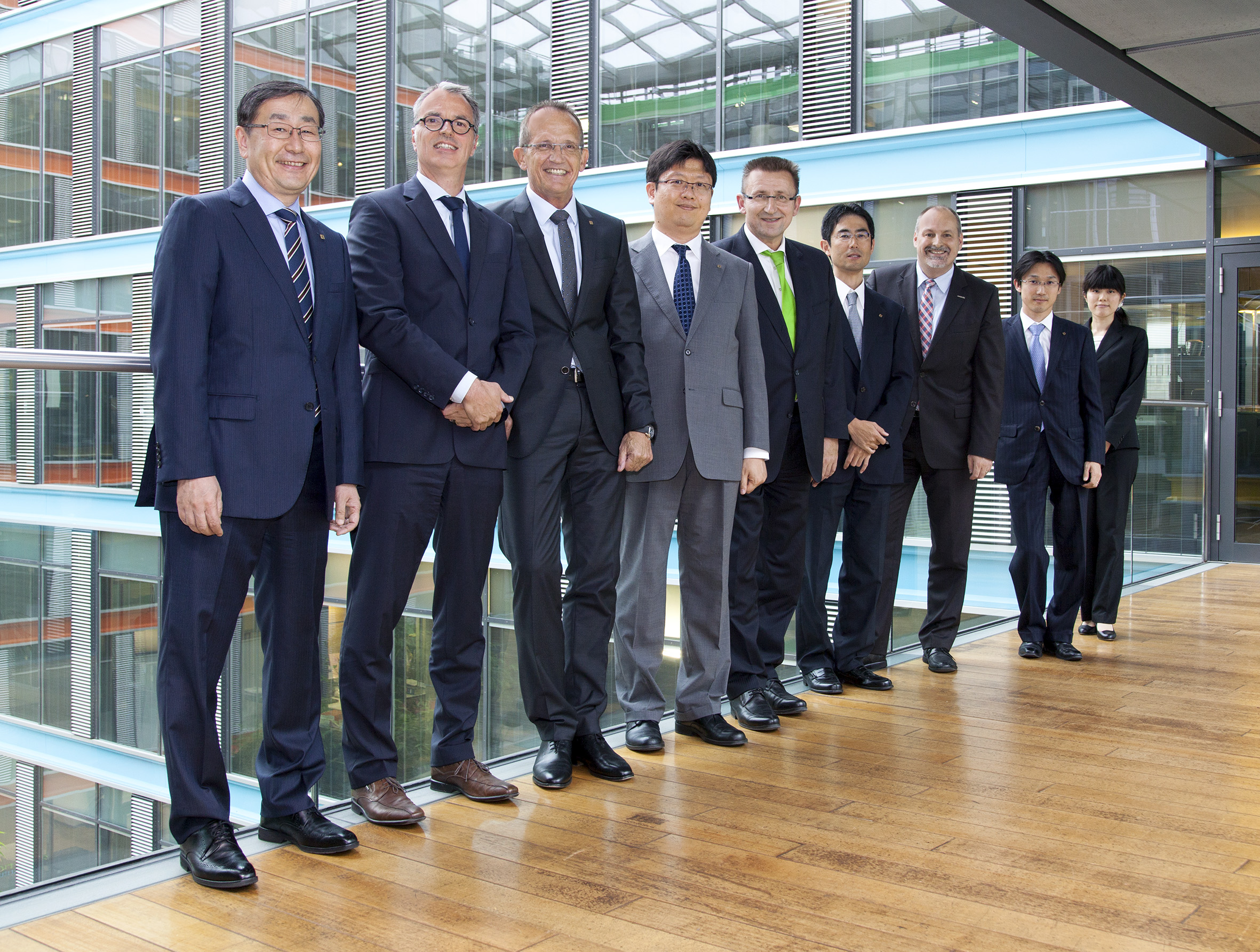 Officials of KYOCERA and Ceyoniq after the signing of the agreement in Duesseldorf